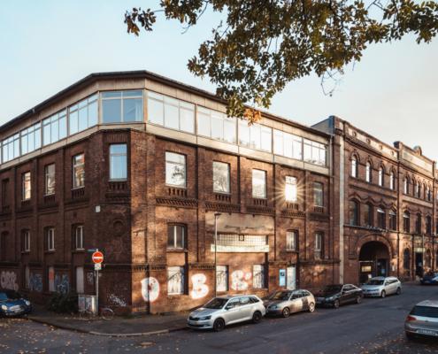 Das nördliche Gebäudeteil der KoFabrik wird in eine Quartieshalle und die KoBüros umgebaut.